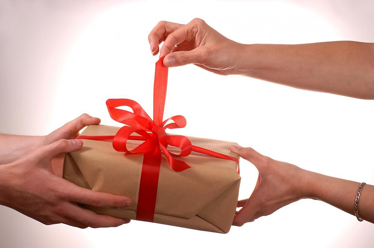 Надо ли дарить сотрудникам подарки