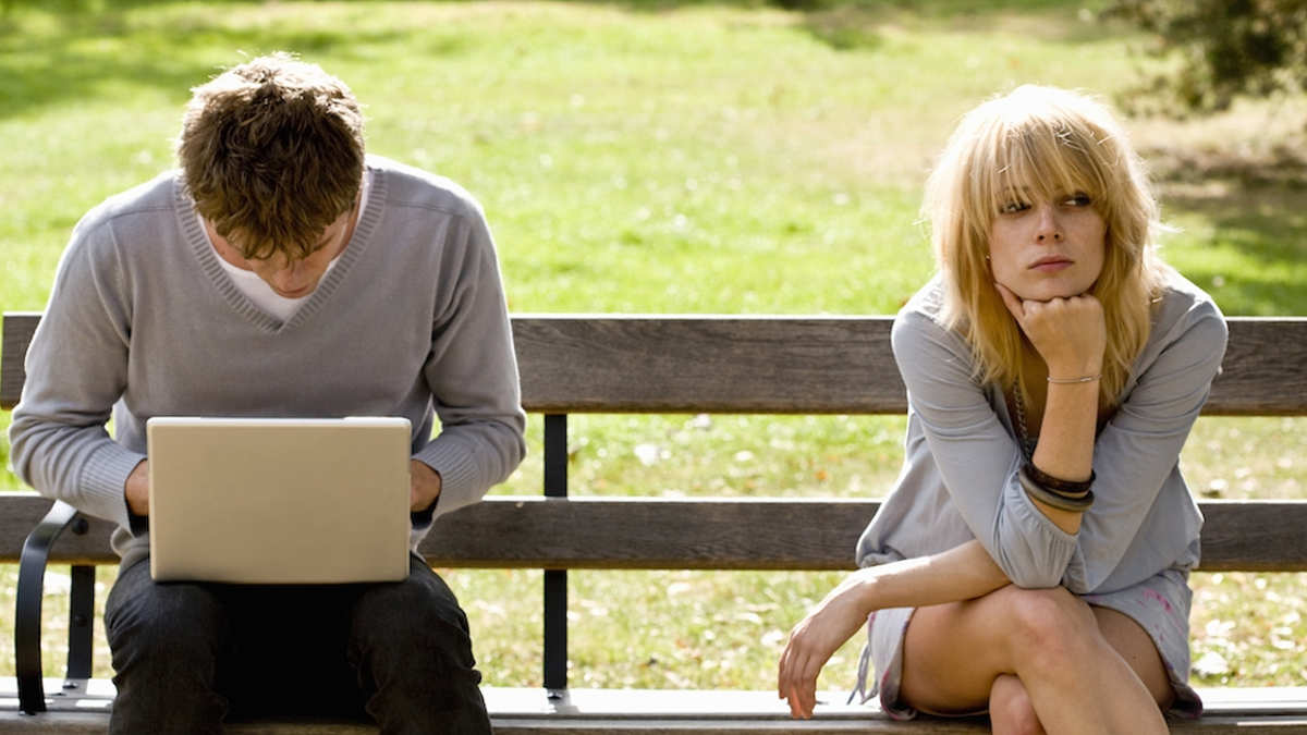 Может ли мужчина любить и игнорировать одновременно и почему