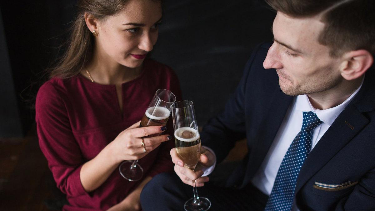 красивая женщина пригласить мужчину в гости - 10