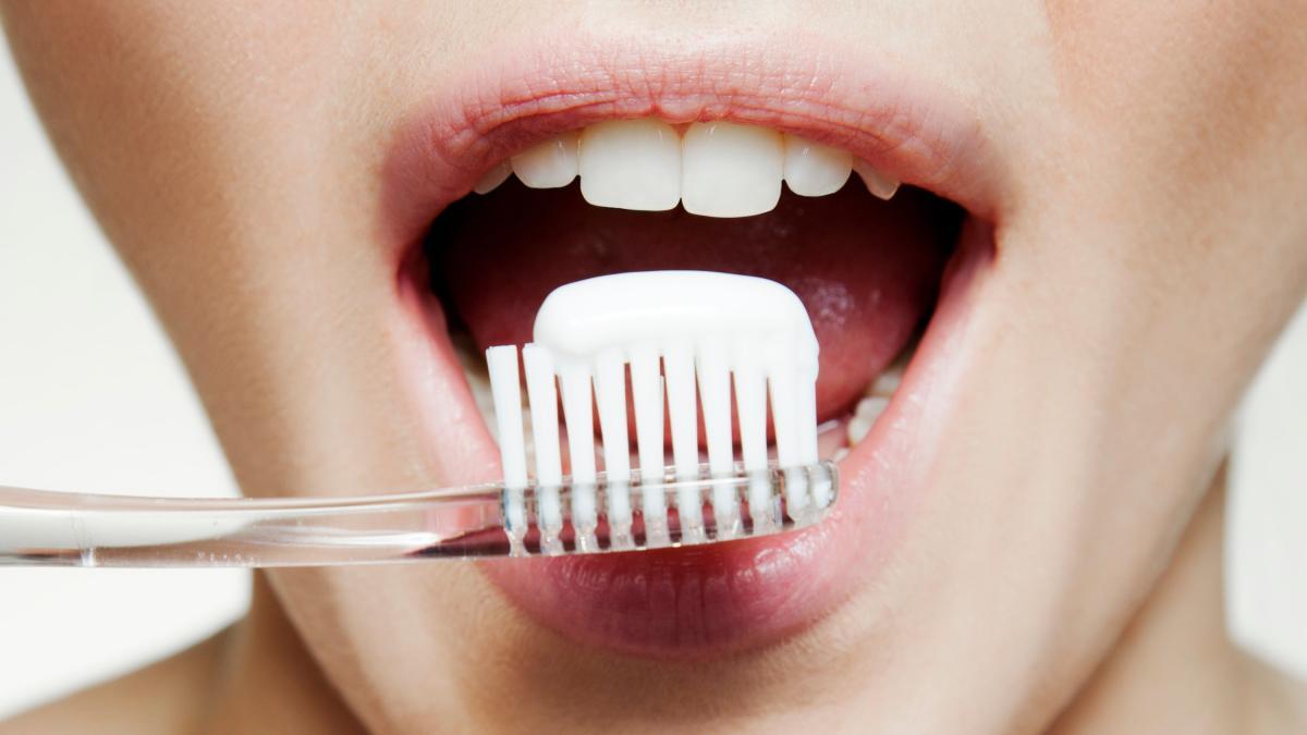 Зубы чистить перед завтраком или после